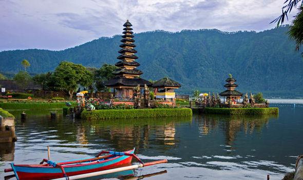 【第5回】インドネシア語通訳の世界へようこそ「インドネシア語通訳者になるには(その1)~ルートと要件~」